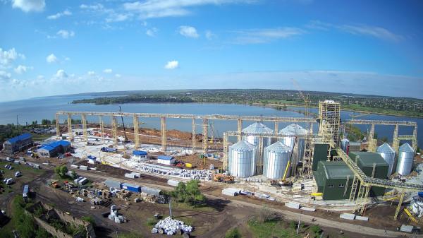 Будівництво нового потужного річкового перевантажувального термінала не збавляє обертів
