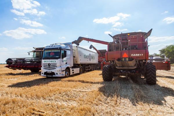 «НІБУЛОН» закінчив збирання ранніх зернових із новим рекордом врожайності